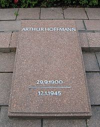 Arthur Hoffmann Gravestone.jpg