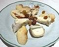 Auberge Les Tilleuls (Vincelottes) - assiette de fromages.JPG