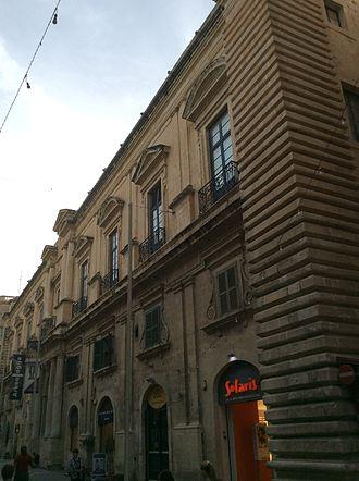Auberge de Provence - Full façade