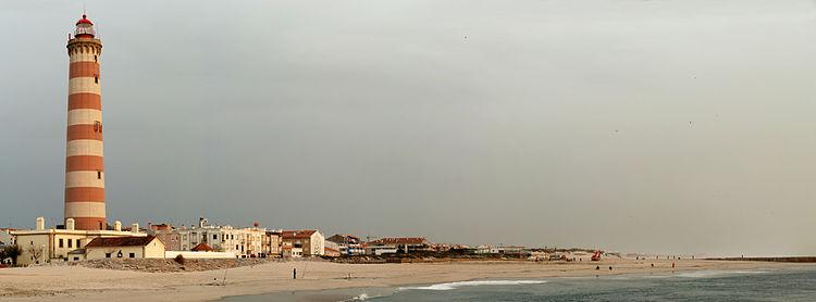 Маяк в Авейру на западном побережье Португалии