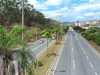 Avenida Pedro Linhares Gomes e Usiminas ao fundo, Ipatinga MG.JPG