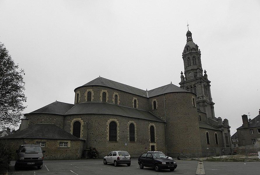 Chevet et flanc nord de la basilique Saint-Gervais d'Avranches (50).