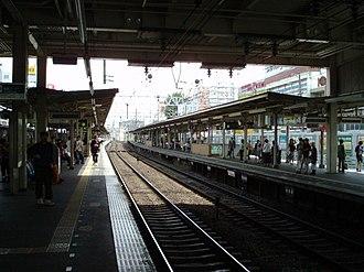 Awaji Station - Platforms and tracks (June 2006)