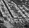 Baja, légifotó, az előtérben keresztben a Damjanich utca, amibe torkollik balra a Mészáros Lázár utca, középen a Petőfi Sándor utca, jobbra a Drechsler Ede utca. Fortepan 76721.jpg