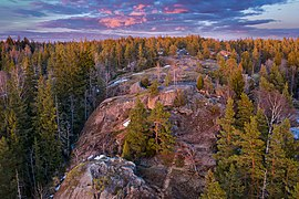 Bald rock surface of Högberget in Sotunki, Vantaa, Finland, 2021 April.jpg