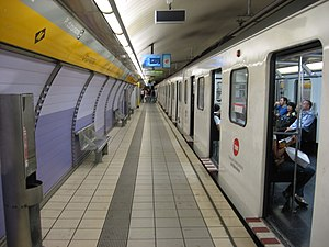 Urquinaona (Barcelona Metro) - One of the line L4 platforms