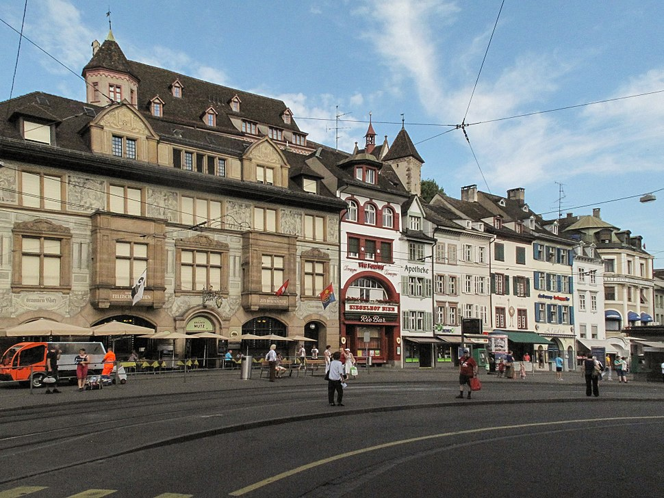Basel, straatzicht Barfüssenplatz foto4 2013-07-27 10.01