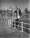 brug over oude gracht van de hofstr. gezien van af de baangracht. - alkmaar - 20005660 - rce