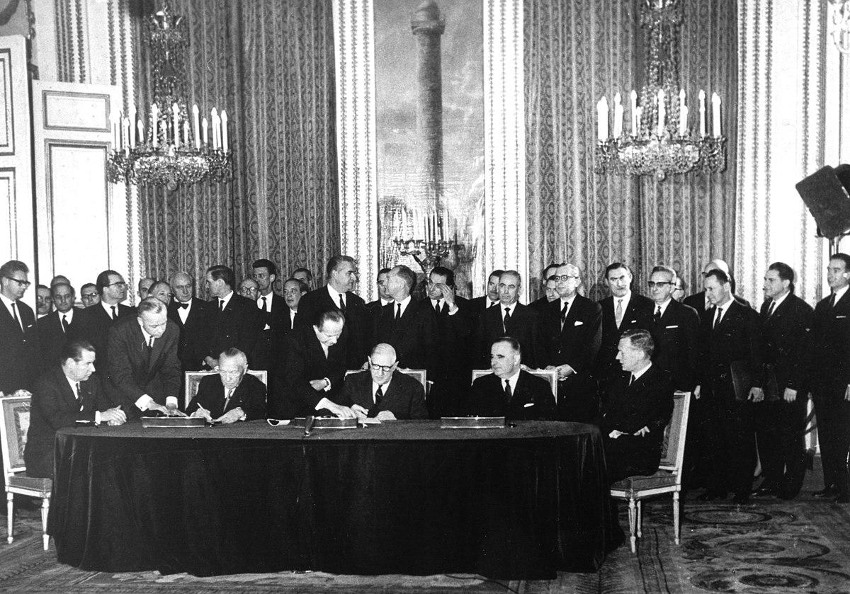 Bundesarchiv B 145 Bild-P106816, Paris, Unterzeichnung Elysée-Vertrag.jpg