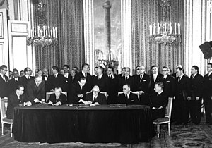 Élysée Treaty - The signing of the treaty in the Salon Murat of the Élysée Palace