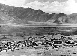Tsetang - Image: Bundesarchiv Bild 135 S 15 22 22, Tibetexpedition, Blick auf Tsetang