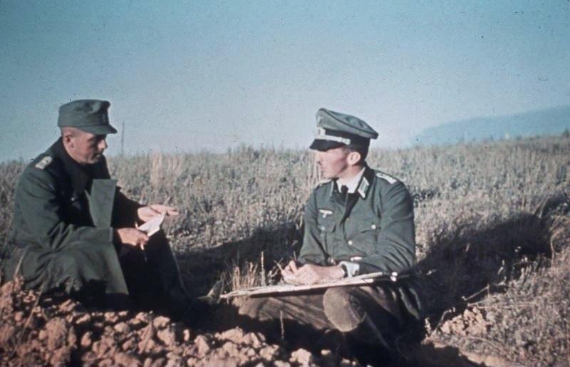 Bundesarchiv Bild 169-0952, Russland, bei Stalingrad, Offiziersbesprechung