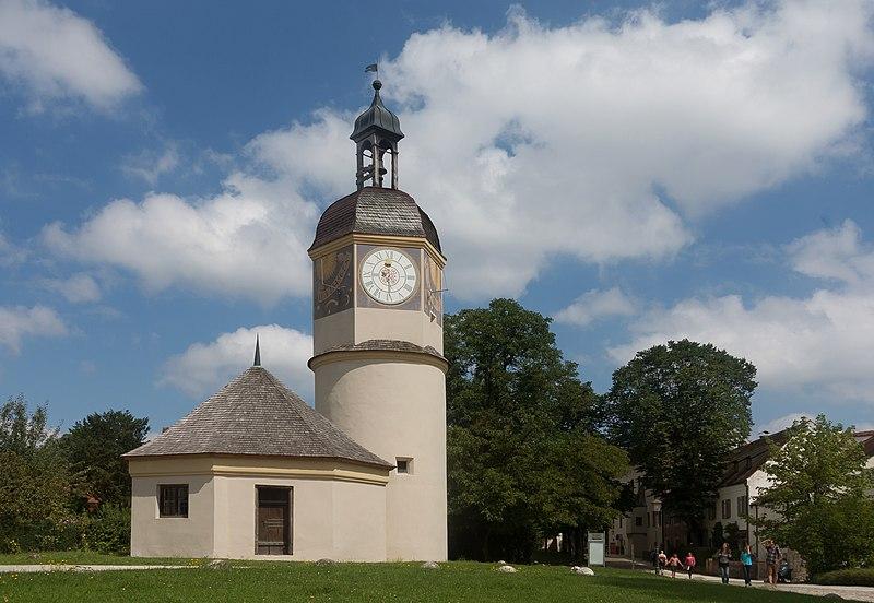 File:Burghausen, Uhrturm mit Brunnenhaus DmD-1-71-112-53 foto5 2017-08-07 11.52.jpg