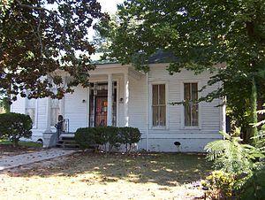 Burkle Estate - Image: Burkle estate memphis front 2