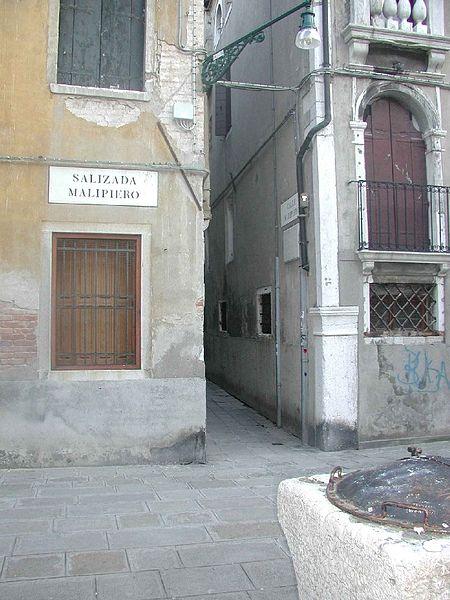File:Calle della Commedia (ora Malipiero).jpg