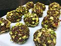 Carnellets de botifarra dolça, xocolata i festucs.jpg