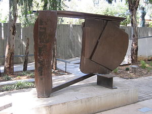 Anthony Caro - Black Cover Flat (1974), steel, Tel Aviv Museum of Art
