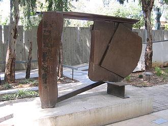 Anthony Caro - Black Cover Flat (1974), steel, Tel Aviv Museum of Art