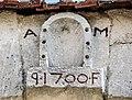 Cartouche contre le mur de l'ancienne maison forte de Moloy.jpg