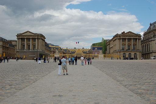 Chateau de Versailles depuis la cour d'honneur - 13 juillet 2011 - DSC 0069