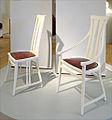 Chaise et fauteuil de Peter Behrens (musée de la colonie dartistes, Darmstadt) (7951754520).jpg