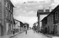 Champier, grande rue en 1922, p 41 de L'Isère les 533 communes - photo Meynet éditeur.tif