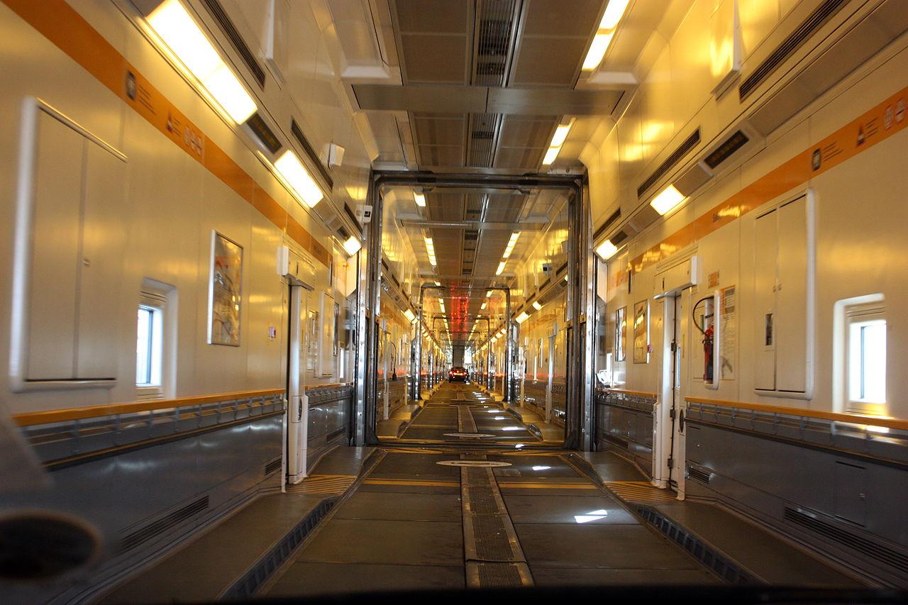 File:Channel Tunnel car shuttle 2010 3485.JPG - Wikimedia