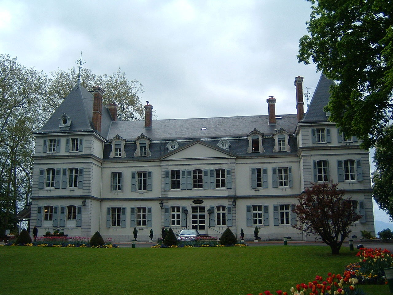 File chateau de divonne wikimedia commons - Office de tourisme divonne ...