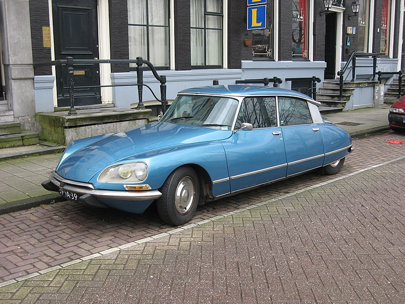http://upload.wikimedia.org/wikipedia/commons/thumb/a/ab/Citroen_ds.jpg/800px-Citroen_ds.jpg