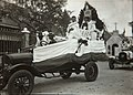 Collectie NMvWereldculturen, TM-60060962, Foto 'Optocht tijdens het eeuwfeest van de rooms-katholieke Sint Bernardusparochie', fotograaf niet bekend, 24-07-1927.jpg