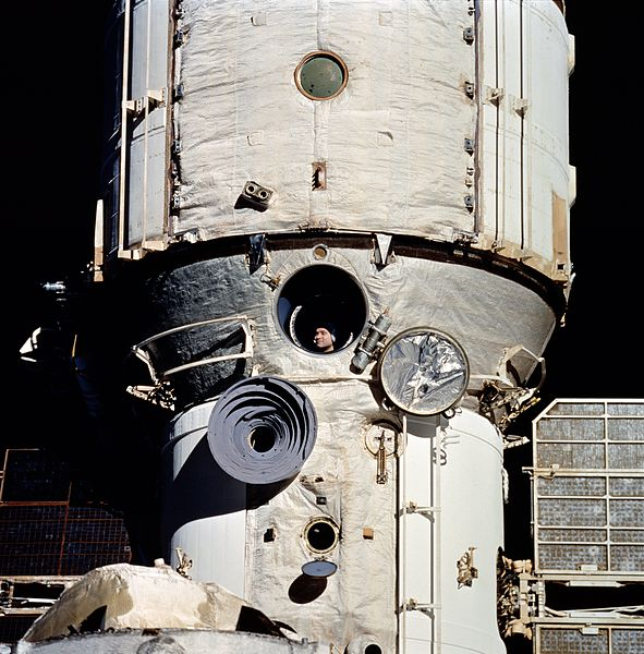 File:Cosmonaut Polyakov Watches Discovery's Rendezvous With Mir - GPN-2002-000078.jpg