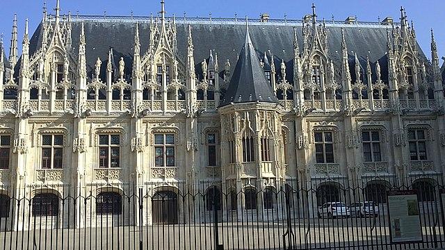 http://upload.wikimedia.org/wikipedia/commons/thumb/a/ab/Cour_du_Palais_de_Justice_de_ROUEN%2C_fa%C3%A7ade.jpg/640px-Cour_du_Palais_de_Justice_de_ROUEN%2C_fa%C3%A7ade.jpg?uselang=ru