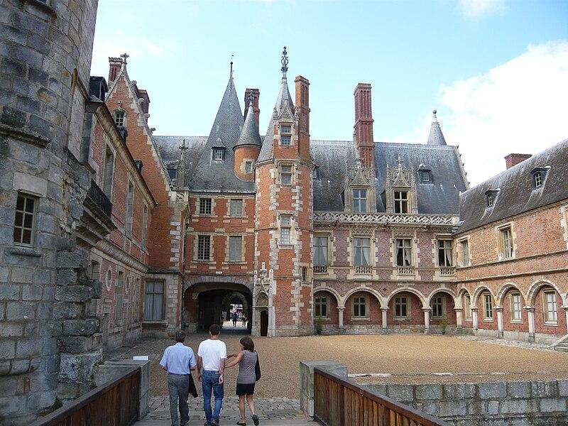Fichier:Cours chateau Maintenon.jpg
