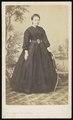 De La Marck De Lummen - carte de visite, Portret van een staande vrouw.tif