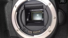 קובץ:Digital single-lens reflex camera (DSLR) shutter in slow motion.webm