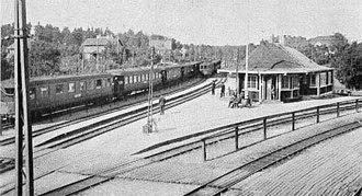 Djursholmsbanan - Djursholm's Ösby railway station in 1926 with the DjB tracks turning to the right towards central Djursholm.