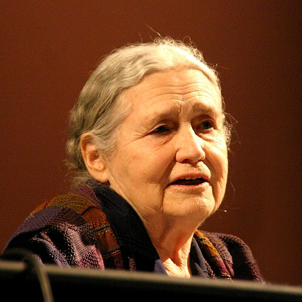 ملف:Doris lessing 20060312 (square).jpg