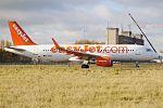 EasyJet, G-EZOG, Airbus A320-214 (31161350372).jpg
