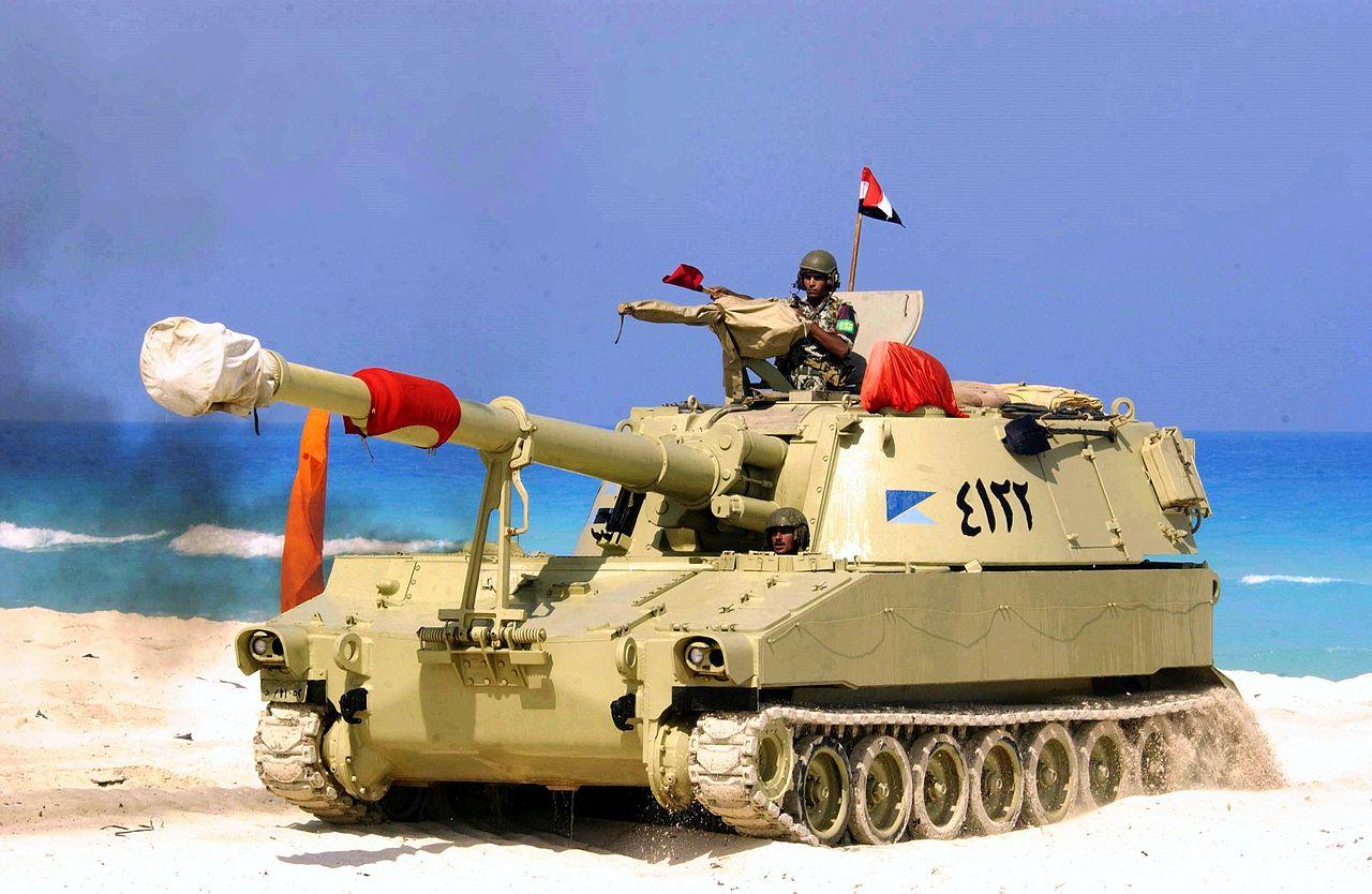 قوات التدخل السريع المصرية 1280px-Egyptian_M109_during_Operation_Bright_Star_2005