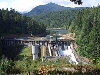 Elwha Dam - Image: Elwha Dam under deconstruction