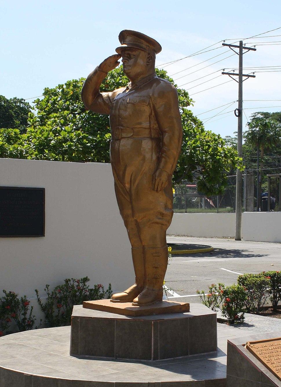 Estatua de Jos%C3%A9 Antonio Rem%C3%B3n Cantera - Sede de la Polic%C3%ADa Nacional de Panam%C3%A1 (2012)