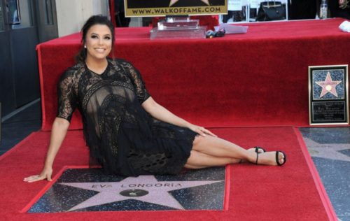A pregnant Eva Longoria gets her star on the Hollywood Walk Of Fame in 2018. Etoile Eva Longoria .png