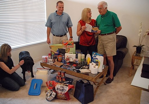 FEMA - 41516 - Mississippi family prepares for hurricane season
