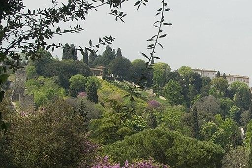 Florence, Viale Giuseppe Poggi - View West on Giardino Bardini
