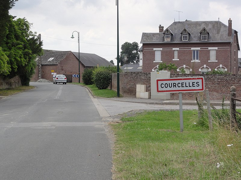 Fonsomme (Aisne) city limit sign Courcelles