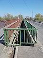 Footbridge and road bridge railing, 2019 Mezőtúr.jpg