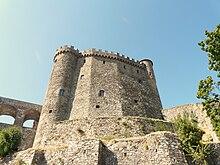 Castello Malaspina di Fosdinovo, dalla merlatura a coda di rondine, ossia ghibellina