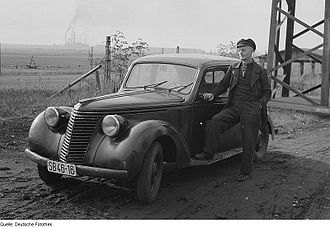 Fiat 1500 (1935) - A 1500 C or D, showing the redesigned front end used from 1940 onwards.
