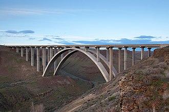 Interstate 82 - The Fred G. Redmon Bridge carries I-82 over Selah Creek in the Manastash Ridge