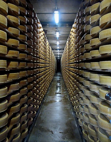 Файл:Fromagerie gruyères-affinage.jpg